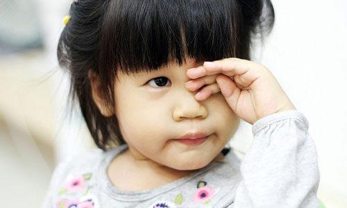 Sơ cứu đúng cách khi trẻ bị chấn thương ở mắt