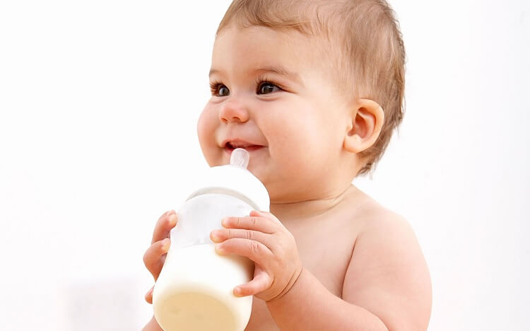 Những lưu ý khi pha sữa cho bé, tránh táo bón!
